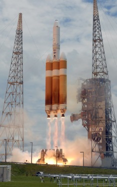 100510135_A_United_Launch_Alliance_Delta_IV_Heavy_rocket_launches_at_151_PM_from_Complex_37_at_the_C-xlarge_trans++RKE64l0E0Q0XiQpjM7uwfIWET7myPYDAJrDu_PwvGCQ