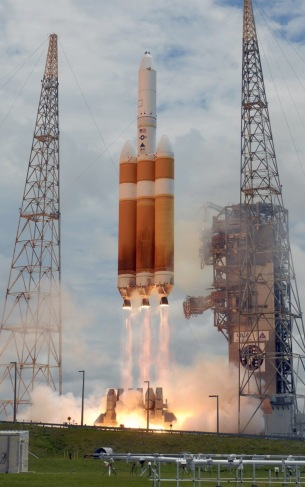 100510135_A_United_Launch_Alliance_Delta_IV_Heavy_rocket_launches_at_151_PM_from_Complex_37_at_the_C-xlarge_trans++RKE64l0E0Q0XiQpjM7uwfIWET7myPYDAJrDu_PwvGCQ